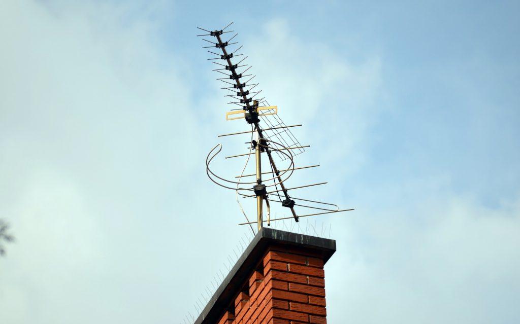 Intalamos y reparamos todos los elementos de una antena de Televisión para su casa o comunidad