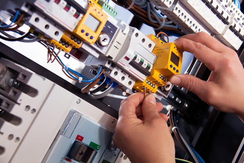 Instalaciones eléctricas tanto para particulares como empresas